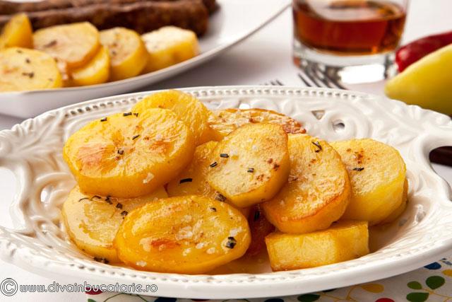 cartofi-cu-rozmarin-copti-in-untura-de-gasca