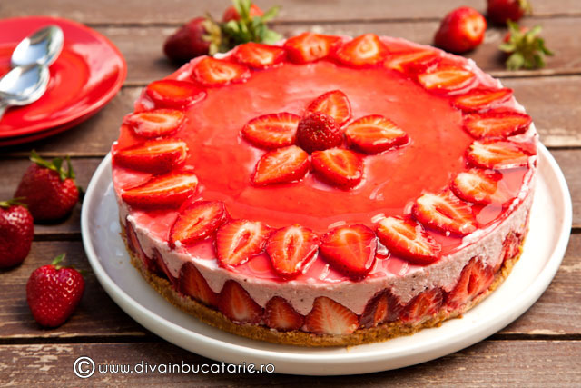 cheesecake-cu-capsune-si-nuca-de-cocos-01