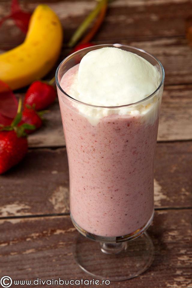 milkshake-cu-banane-capsune-si-rubarba-