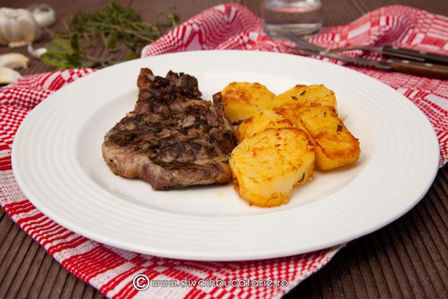 ceafa-de-porc-cu-verdeata-si-cartofi