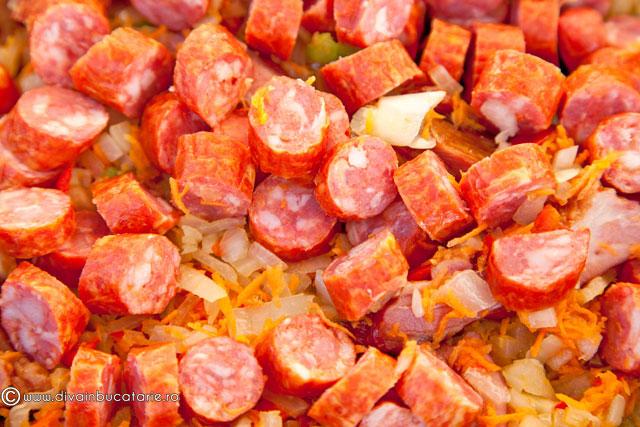 tocanita-de-cartofi-cu-afumatura-si-carnati-2