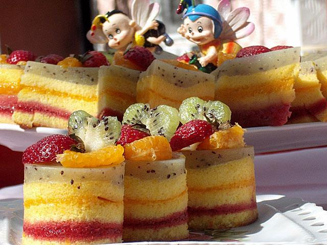 prajitura-multicolora-cu-fructe-anis