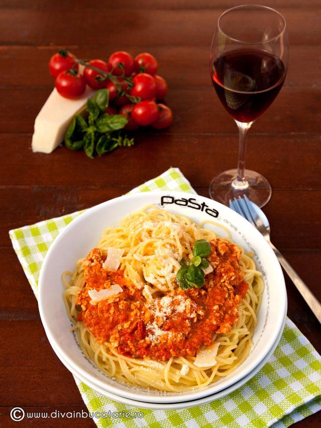 spaghetti-baneasa-cu-sos-ragu-de-pui-0