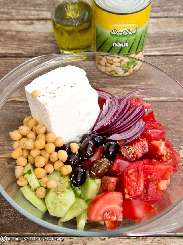 salata-greceasca-cu-naut-1