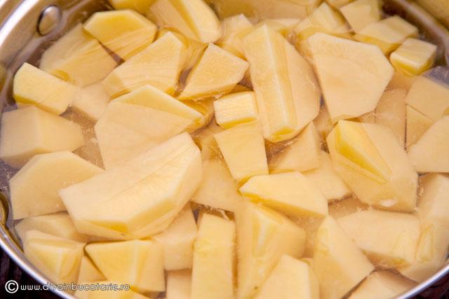 piure-de-cartofi-cu-parmezan-si-patrunjel-1