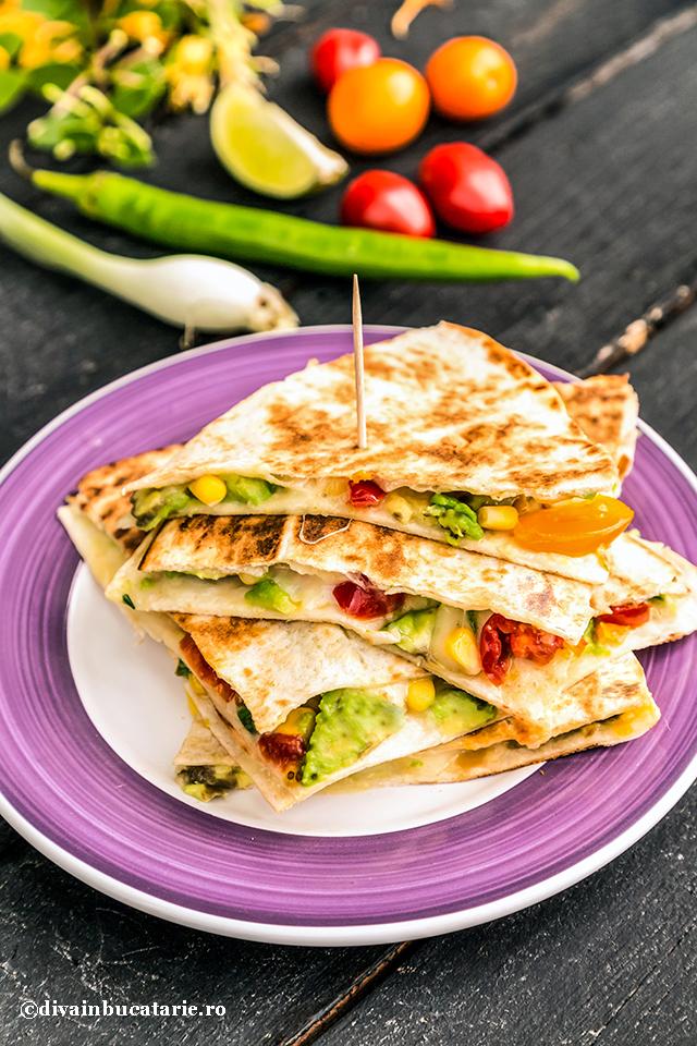 quesadilla-cu-avocado,-jalapeno-si-rosii---retete-mexicane